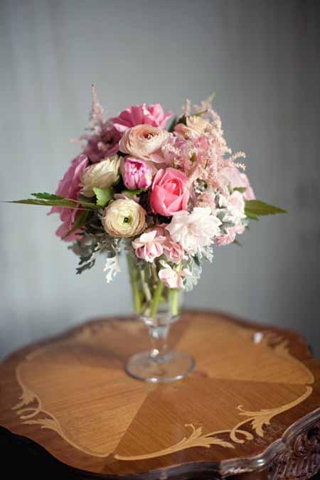 vase flower arrangement with pink roses, astilbe, pink ranunculus