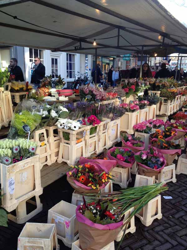 flower market in Delft